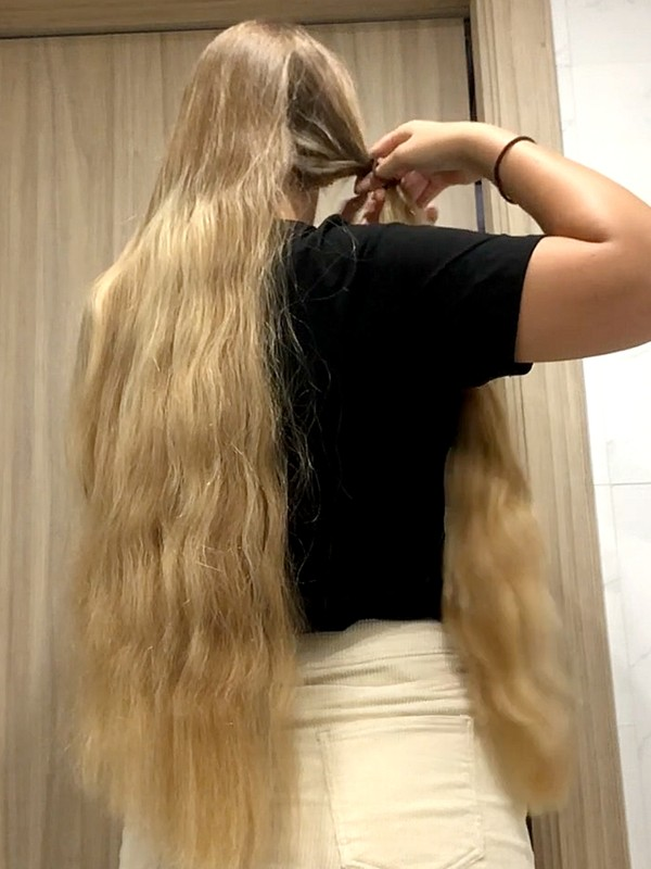 VIDEO - Theresa's thick hair