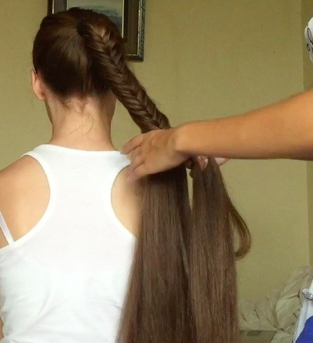 VIDEO - Long fishtail braid
