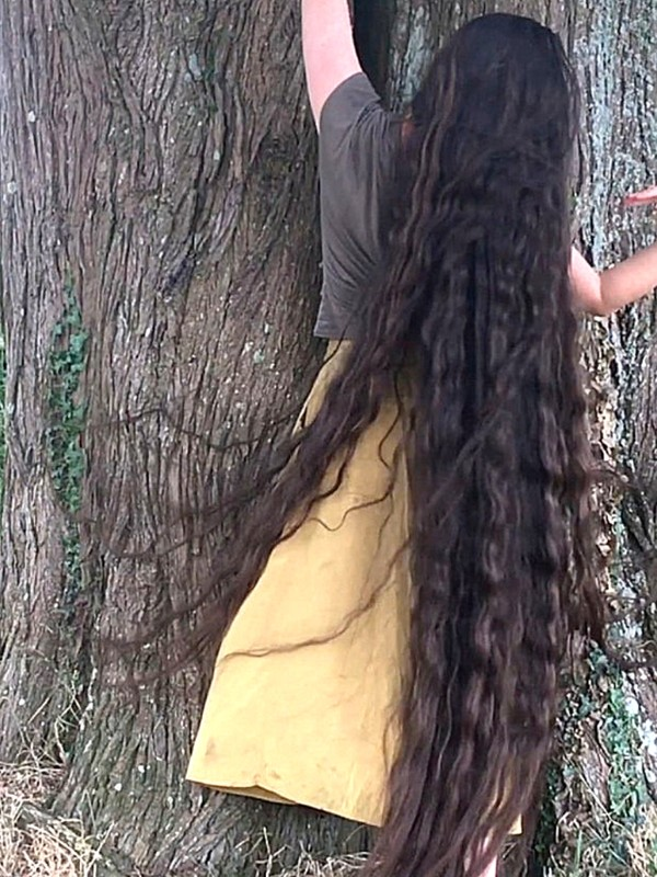 MOBILE VIDEO - Francesca by the tree