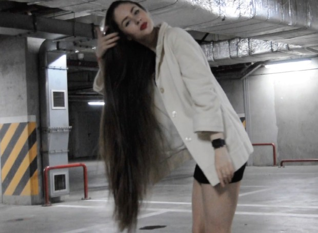VIDEO - Thigh length hair play in the parking lot
