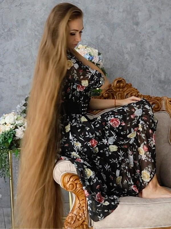 VIDEO - Very long hair = Very elegant