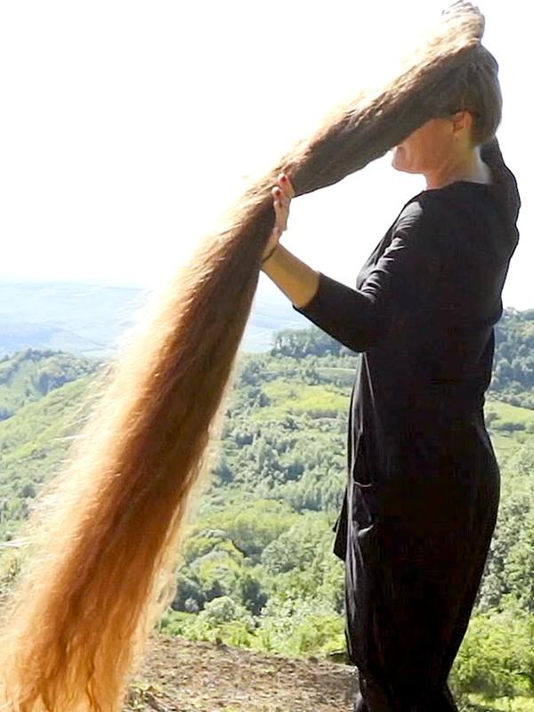 VIDEO - Extra long hair paradise