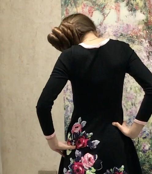 VIDEO - Massive buns and a beautiful dress