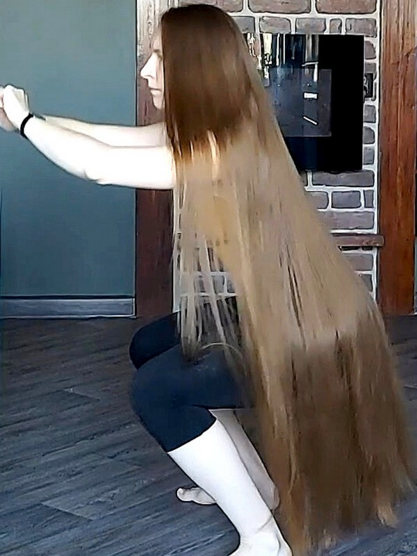 VIDEO - Home workout with very long hair