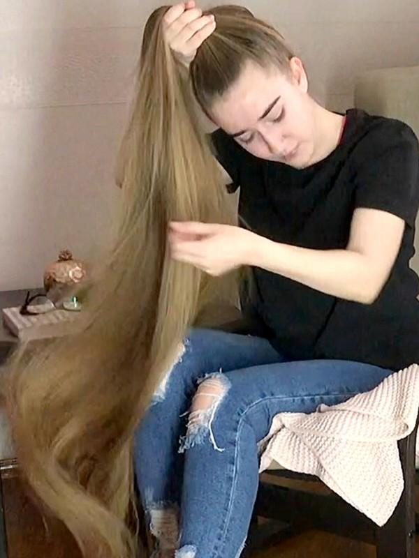 VIDEO - Rapunzel reads