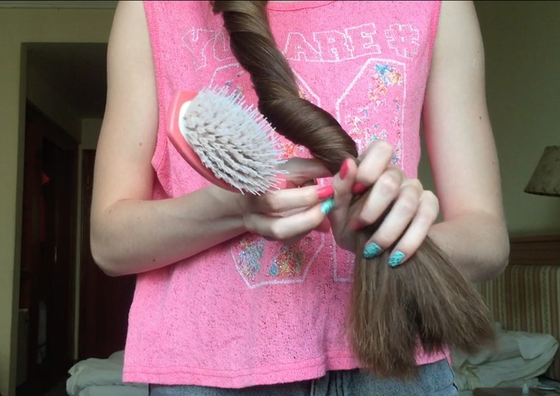 VIDEO - Buns and hairplay
