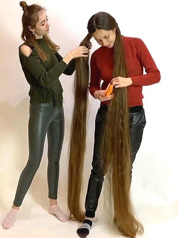 VIDEO - Two very long braids