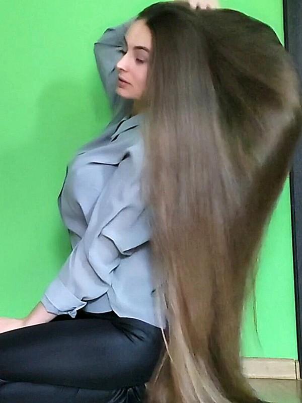VIDEO - Blonde silk perfection