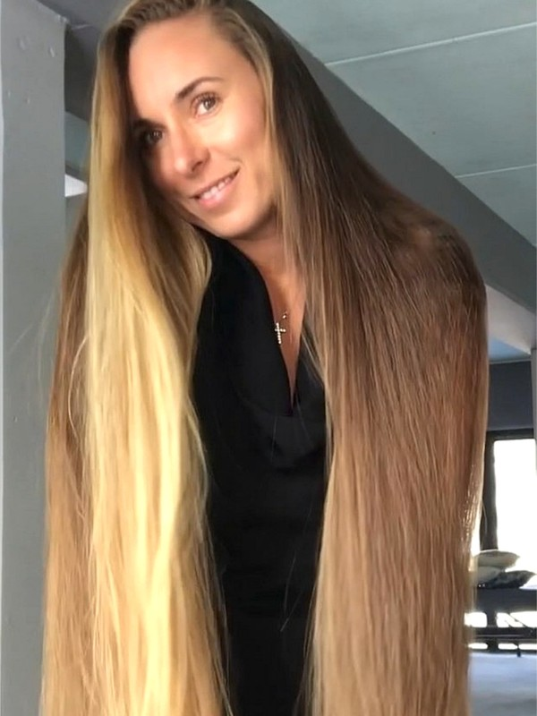 VIDEO - Long, blonde, silky mane
