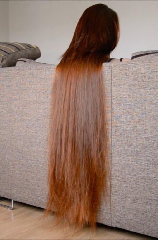VIDEO - Thigh length hair sofa play