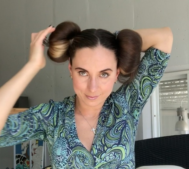 VIDEO - Rolled double buns