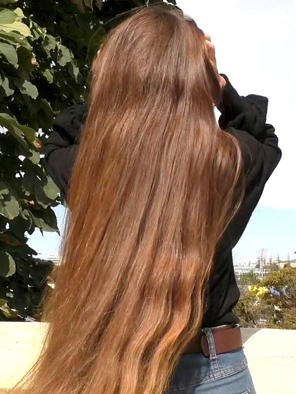 VIDEO - Tanya's long healthy hair 2