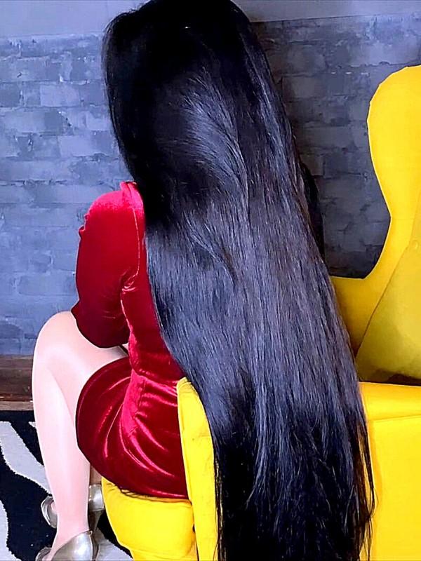 VIDEO - Luxurious long hair elegance