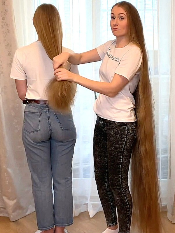 VIDEO - Two sisters with a lot of hair