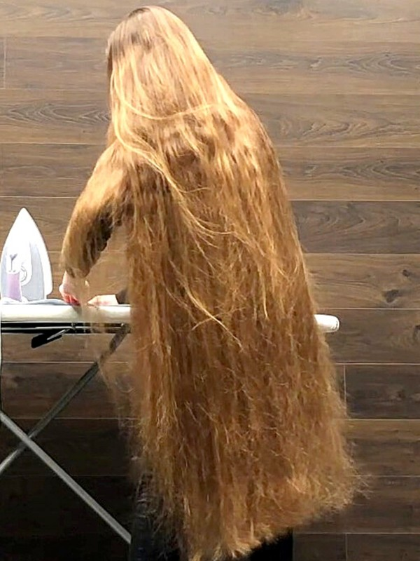 VIDEO - Her hair is completely covering her backside!