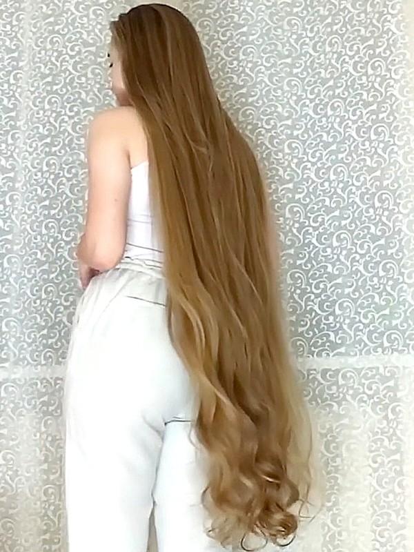 VIDEO - Super long wavy hair