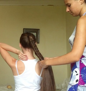 VIDEO - Long fishtail braid