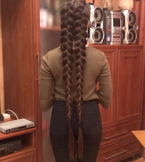 VIDEO - Two big braids