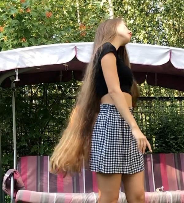 VIDEO - Vera in the garden (part 1)