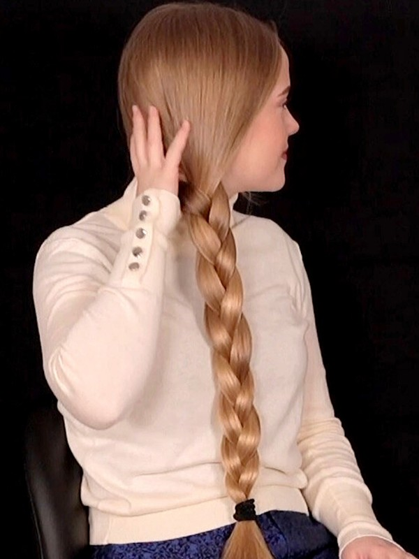 VIDEO - Nora's thick braids