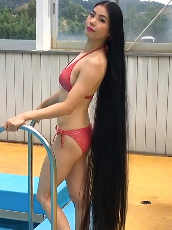 VIDEO - Swimming Rapunzel 3