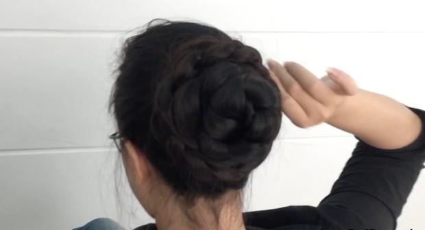 VIDEO - Floor length braid, bun, play and brushing
