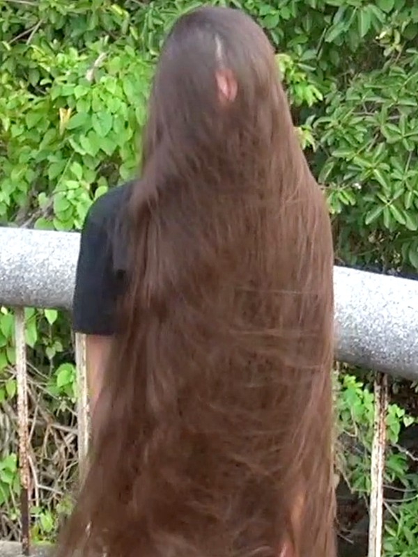 VIDEO - Super silky, soft and beautiful folded hair play