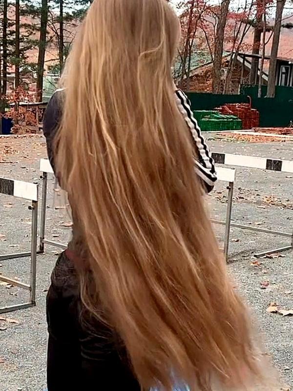 VIDEO - Julia the fitness Rapunzel (part 2)