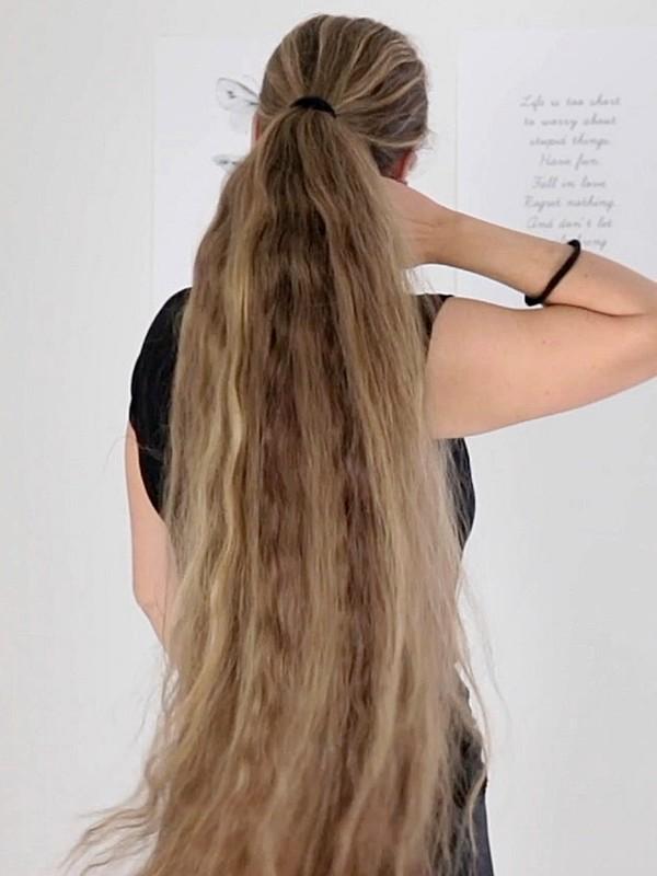 VIDEO - Siri's ponytails
