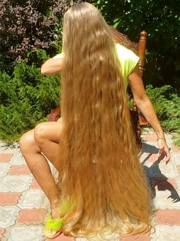 VIDEO - Alena's long hair summer
