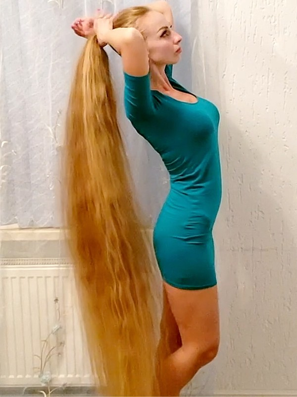 VIDEO - A lot of blonde hair