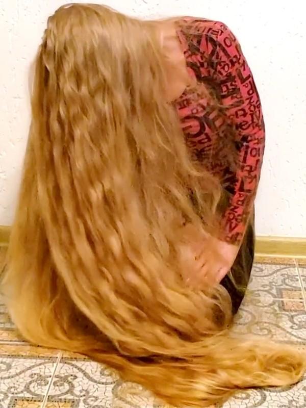 VIDEO - Blonde floor show