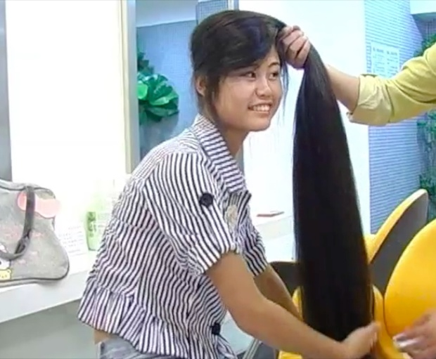 VIDEO - Chinese knee length hair play