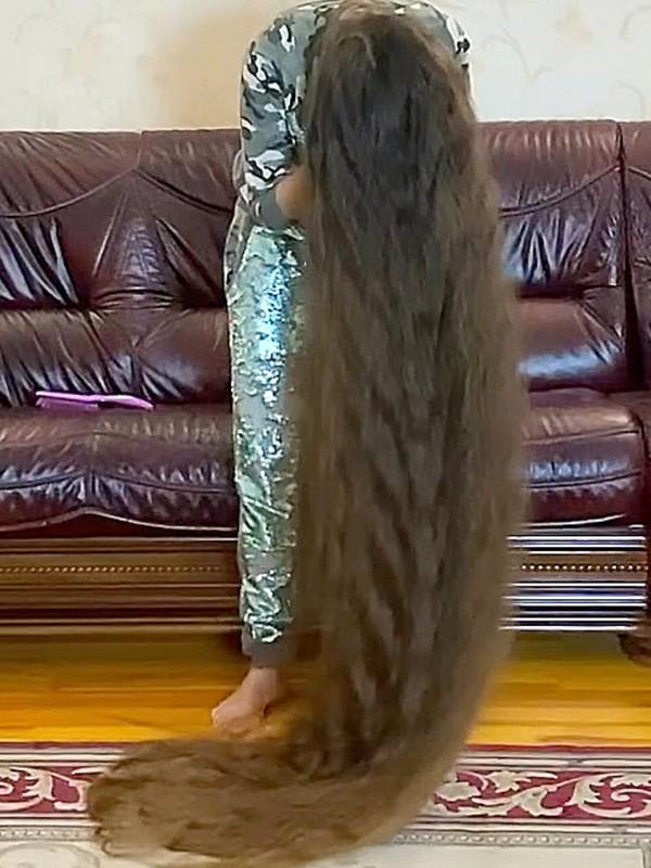 VIDEO - The long hair living room