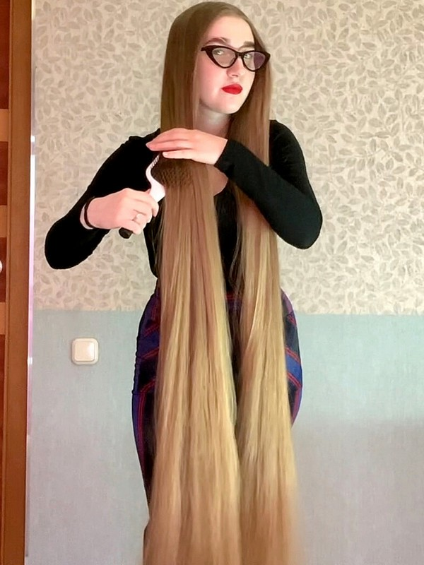 VIDEO - Rapunzel with glasses
