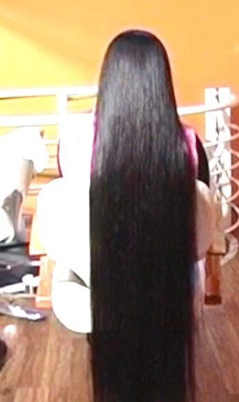 VIDEO - Chinese knee length hair wash and play