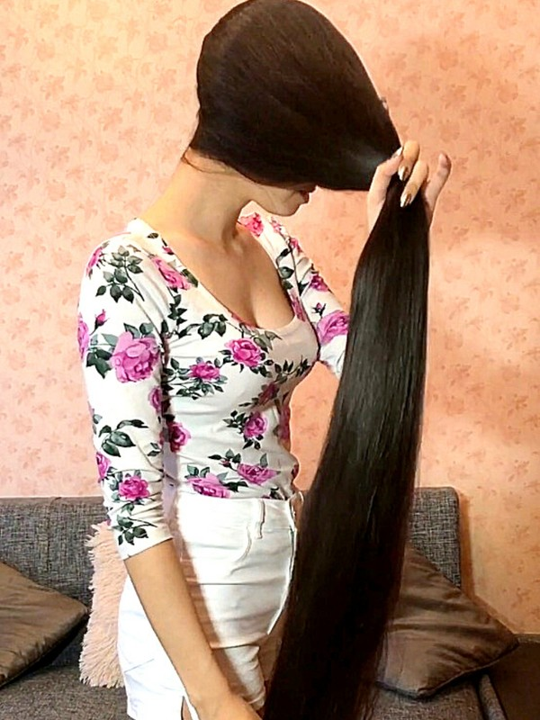 PHONE VIDEO - She's got a passion for super silky hair!