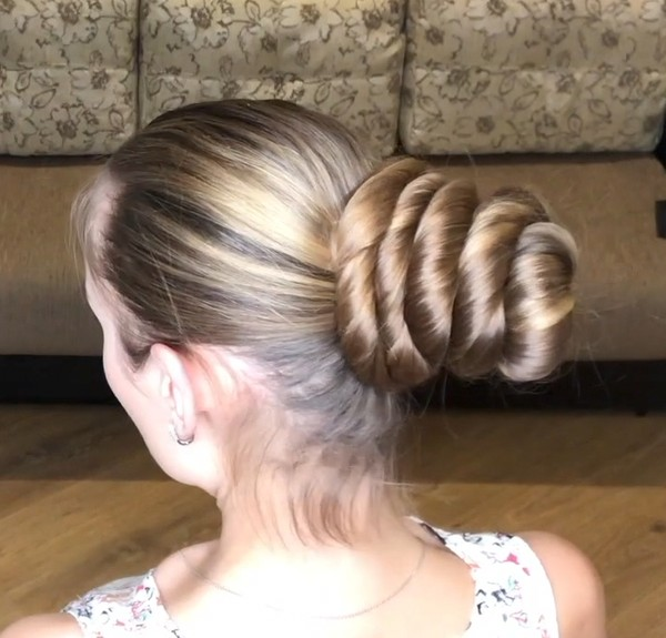 VIDEO - Big, shiny buns
