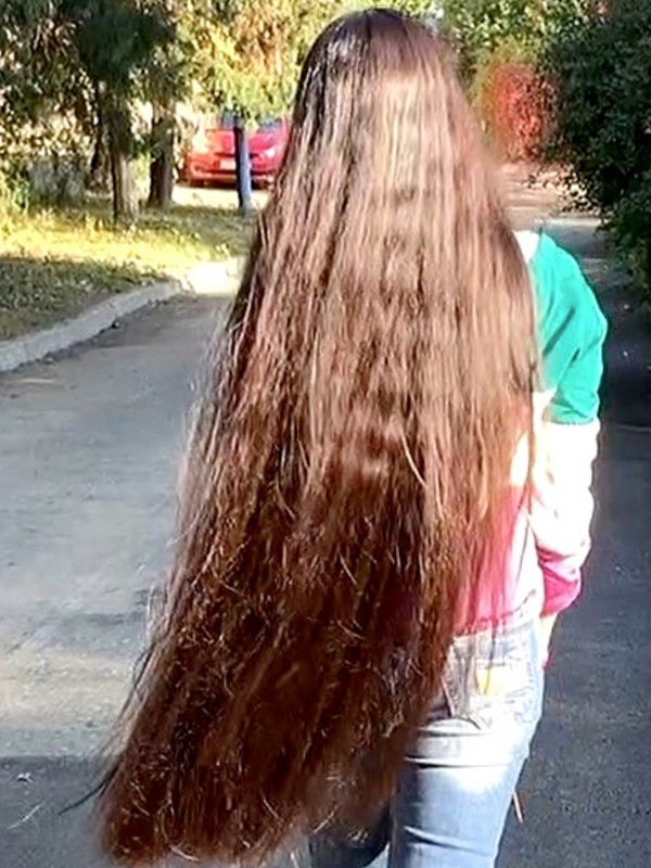 VIDEO - Huge, heavy buns, bangs and a lot of long hair