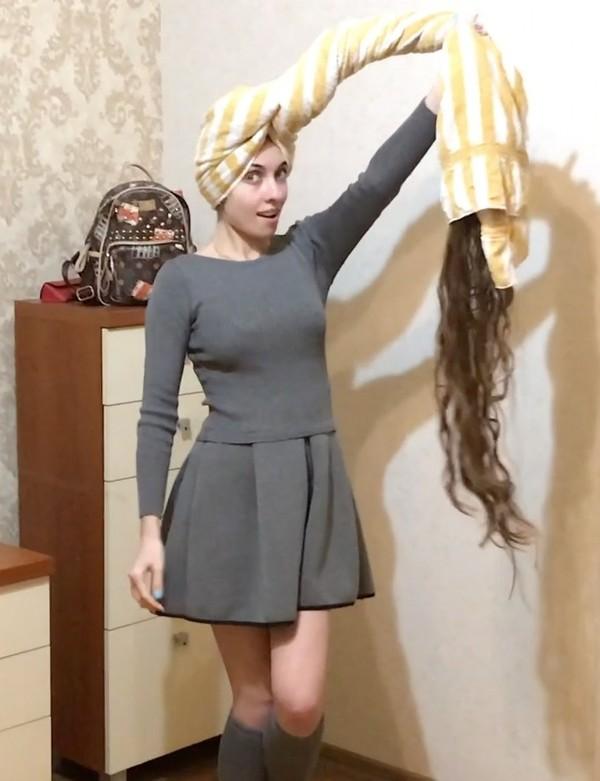 VIDEO - Wet floor length hair