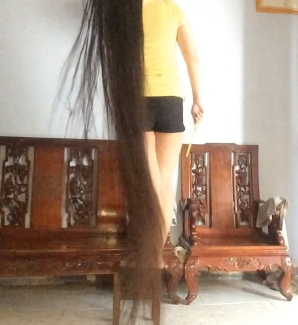 VIDEO - Wet fairytale length hair