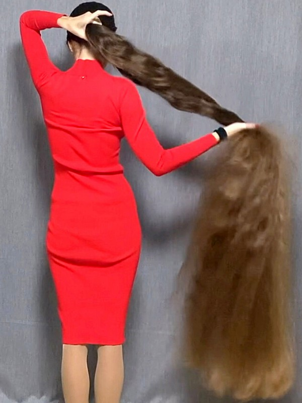 VIDEO - Extreme floor length hair and a red dress