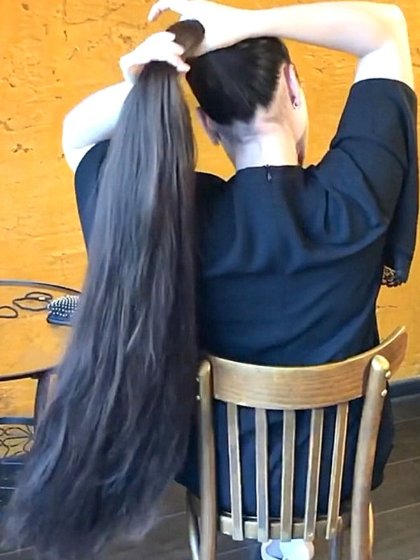 VIDEO - Mila's perfect ponytail play
