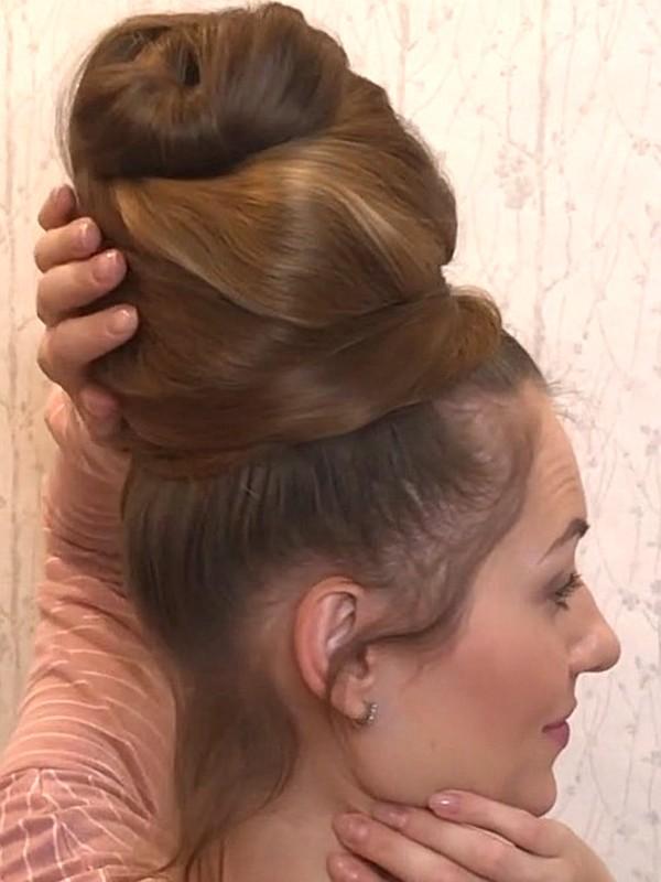 VIDEO - Huge top bun