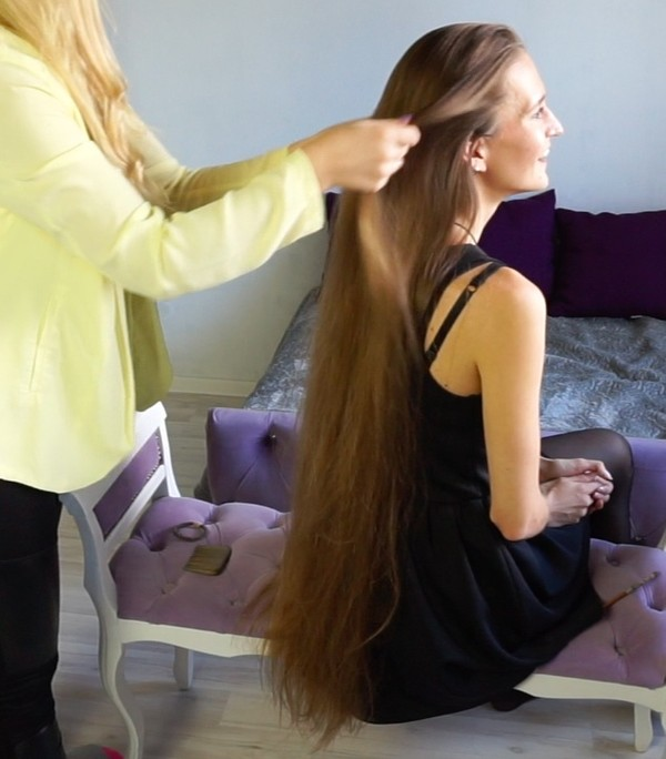 VIDEO - Classic length blonde hair play by friend