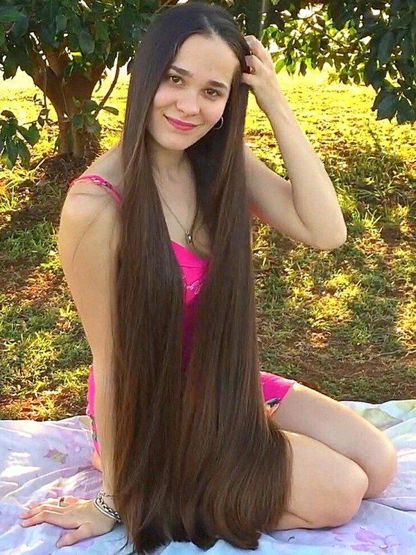 VIDEO - Picnic with a beautiful Rapunzel