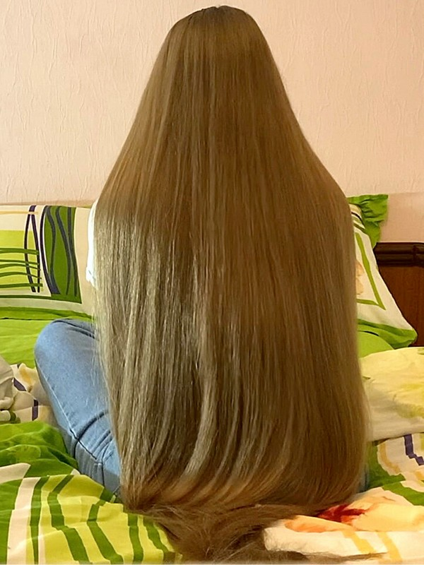 VIDEO - Perfect knee length blonde hair