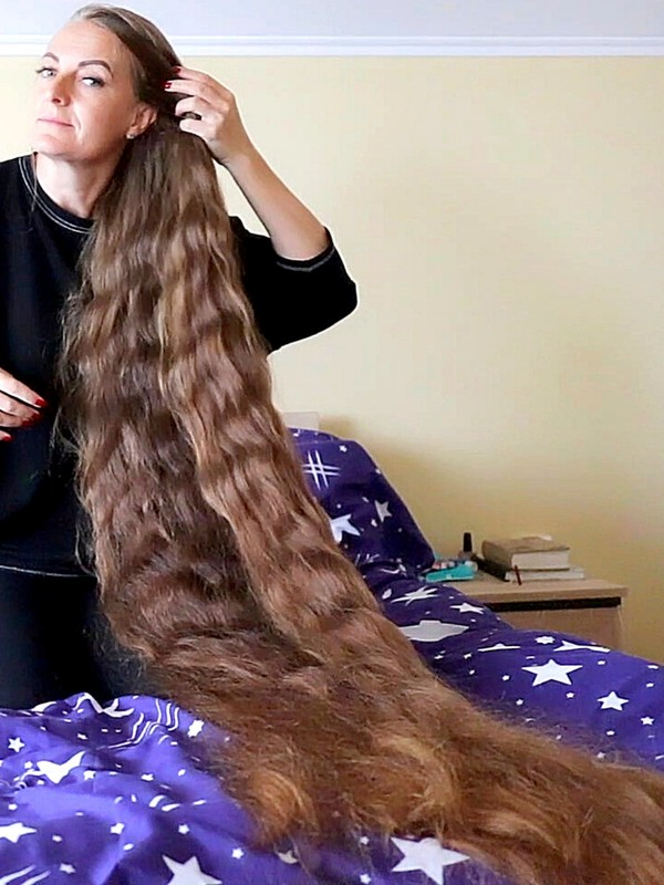 VIDEO - Extreme thick floor length hair covering and hair play