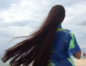 VIDEO - Mila by the beach