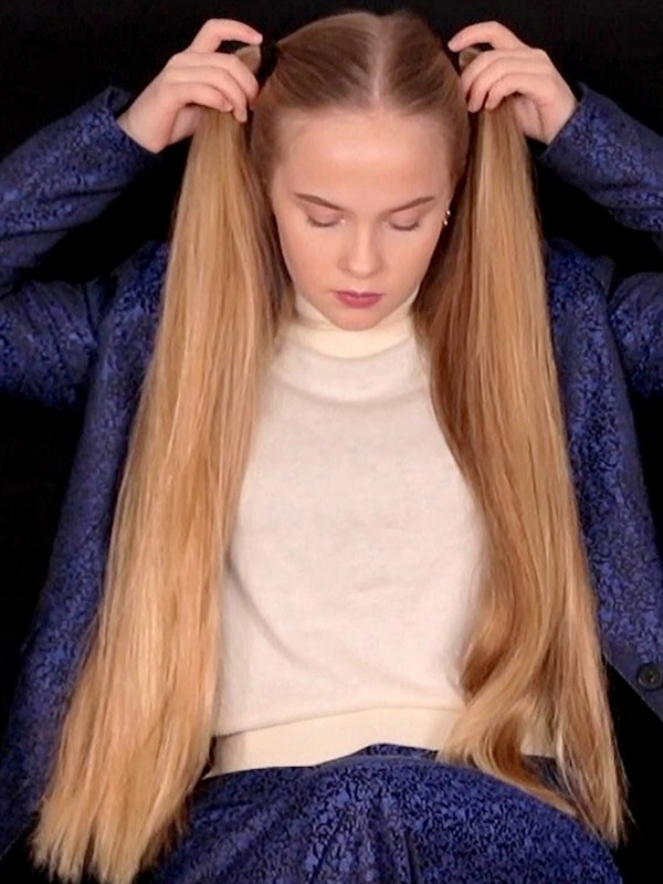 VIDEO - Nora's long blonde pigtails